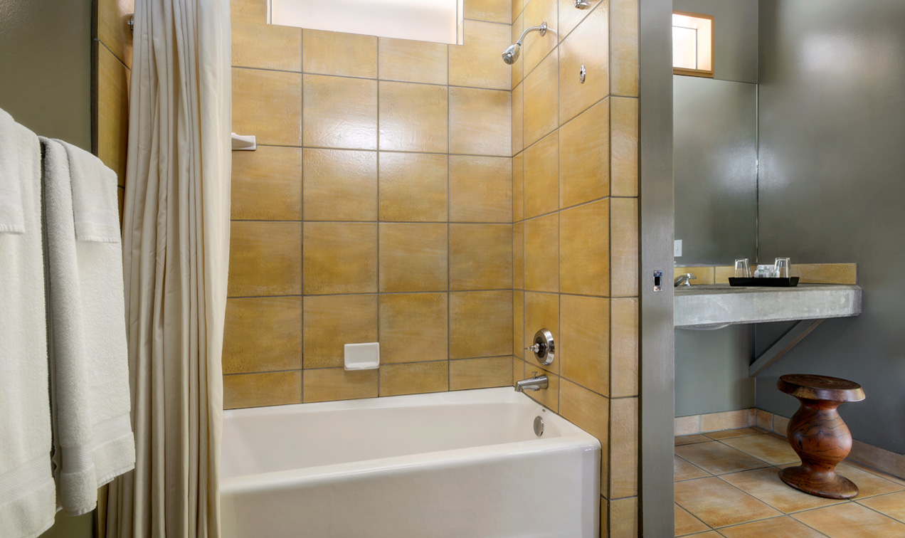 Double Queen large bathroom with split bath area for Zion National Park guests