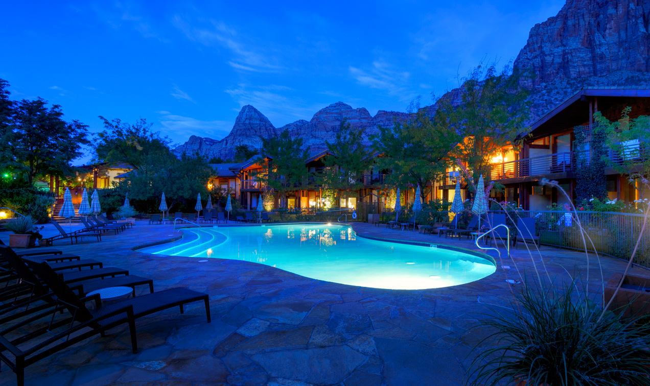 Large outdoor hot tub and swimming pool at Zion National Park hotel