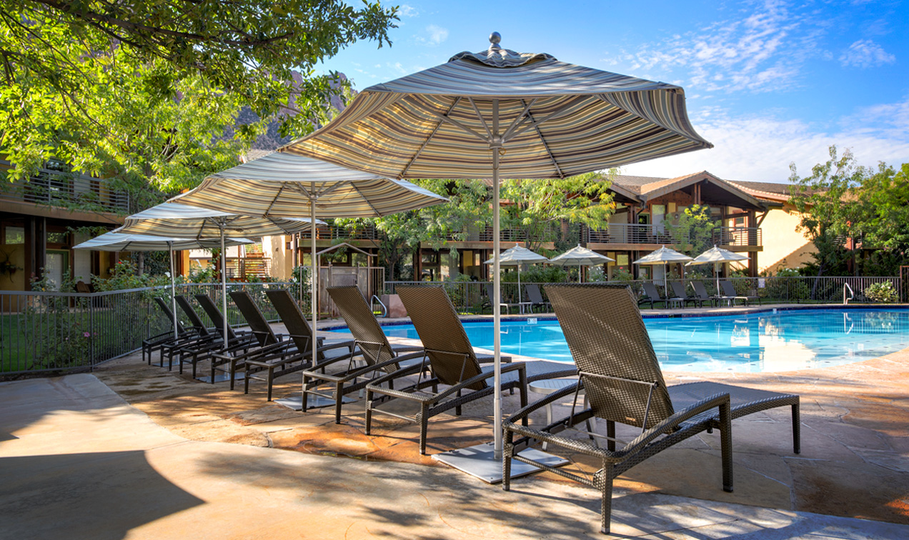 Perfect vacation pool at Springdale Utah hotel next to Zion National Park